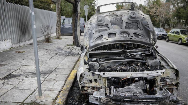 Εκαψαν το ΙΧ της διευθύντριας του ψυχιατρείου Κορυδαλλού