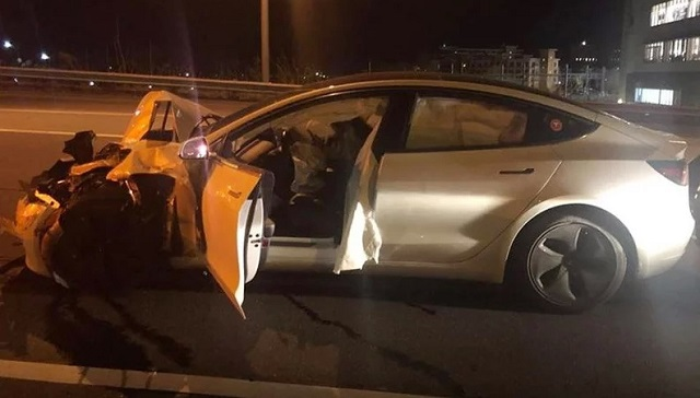Οδηγός χρησιμοποίησε το σύστημα αυτόνομης οδήγησης και τράκαρε με περιπολικό