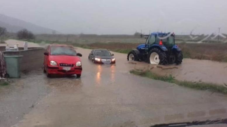 Πλημμύρισαν τα παράλια της Αγιάς Λάρισας: Αποκλεισμένοι κάτοικοι