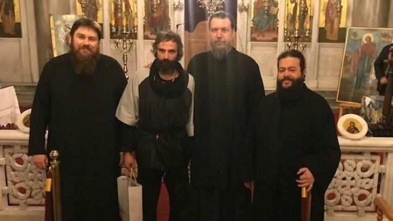Ο Αρης Σερβετάλης έγινε... Αγιος Νεκτάριος και έκανε ομιλία σε εκκλησία [εικόνες]