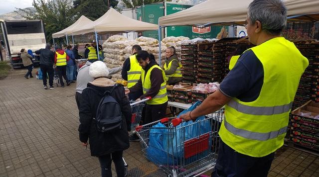Ουρές για την επισιτιστική συνδρομή στο Κοινωνικό Παντοπωλείο Βόλου