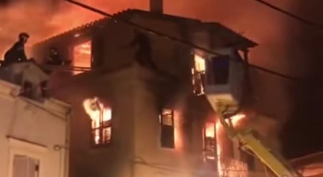 Σοκ στην Κέρκυρα: Μάνα και κόρη πήδηξαν στο κενό από το φλεγόμενο σπίτι τους