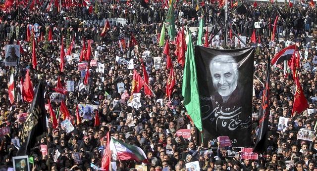 Ποδοπατήθηκαν εκατοντάδες άνθρωποι στην κηδεία του Κασέμ Σουλεϊμανί: Δεκάδες νεκροί