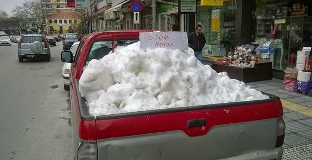 Viral η φωτογραφία με το «πωλείται χιόνι» στην Ξάνθη