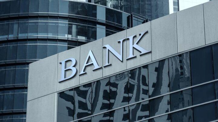 Κέρδη-«μαμούθ» 1,5 δισ. για τις τράπεζες μόνο από προμήθειες το 2019