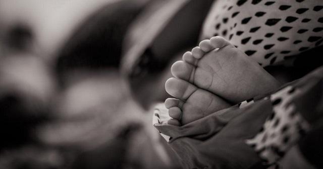 Πέθανε από ασιτία 3χρονο κοριτσάκι που εγκατέλειψε η μητέρα του για να διασκεδάσει