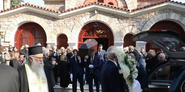 Το τελευταίο αντίο στη Χριστίνα Λυκιαρδοπούλου - Συντετριμμένοι συγγενείς και φίλοι