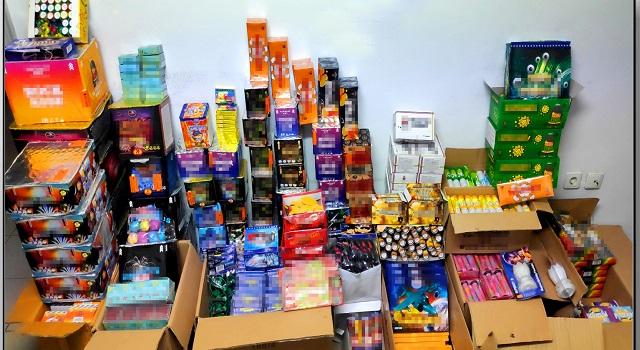 Χιλιάδες φωτοβολίδες και πυροτεχνήματα βρέθηκαν στο κατάστημα 36χρονου