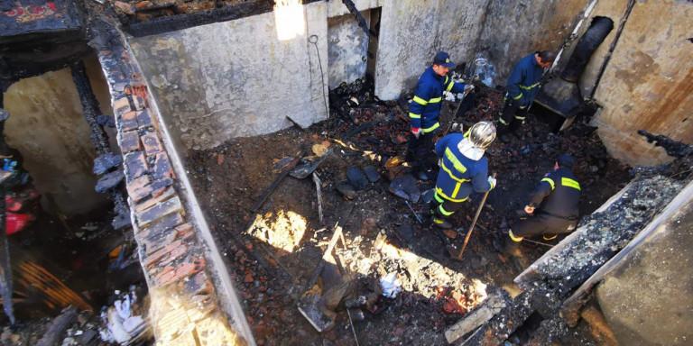 Νεκρά δύο αδέλφια από τη φωτιά στο σπίτι τους