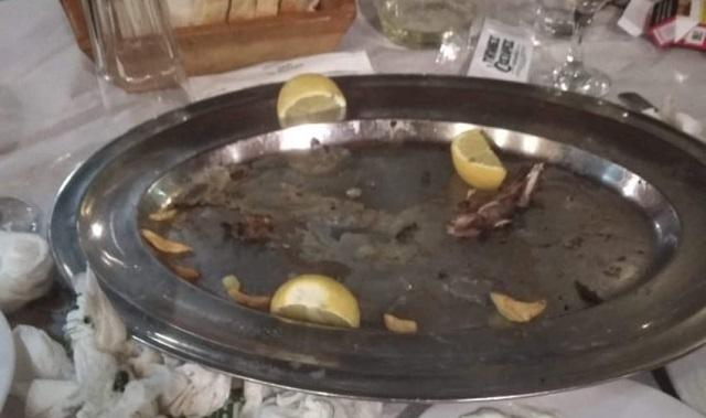 Παρατράγουδα του αντικαπνιστικού στα Τρίκαλα: Βγήκαν για να καπνίσουν και τους πήραν τα παϊδάκια!