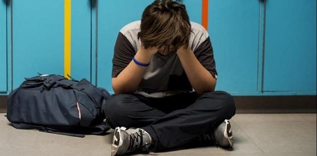 Βύρωνας: Υπερασπίστηκε την αδερφή του από bullying και τον έδειραν 17 άτομα