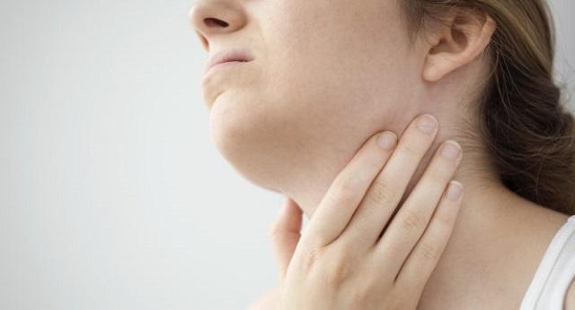 Πώς φεύγει ο πονόλαιμος: 10 μέθοδοι που εγκρίνουν οι γιατροί