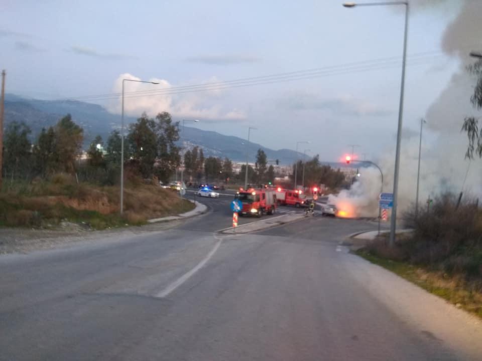 Αυτοκίνητο πήρε φωτιά στον Περιφερειακό