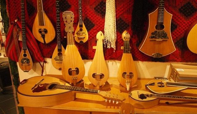 Γνωριμία με την παραδοσιακή μουσική