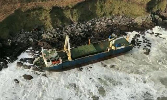 Πλοίο - φάντασμα ξεβράστηκε στην Ιρλανδία [βίντεο]
