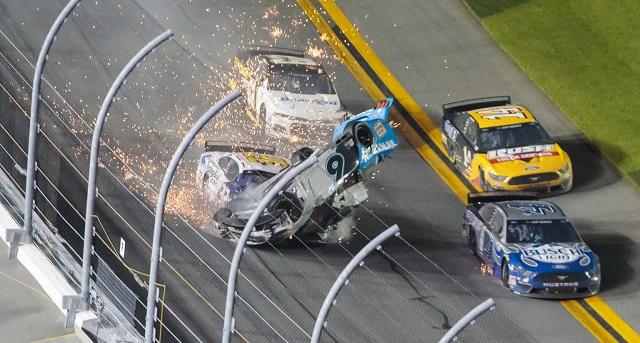 Σοκαριστικό ατύχημα σε αγώνα Nascar: Σε κρίσιμη κατάσταση ο οδηγός [βίντεο]