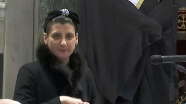 Συγκλόνισε με τον επικήδειό της η κόρη του Κώστα Βουτσά, Νικολέττα [βίντεο]