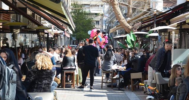 Να κλείσουν άμεσα καφετέριες και εστιατόρια ζητούν οι Ιατρικοί Σύλλογοι της Θεσσαλίας