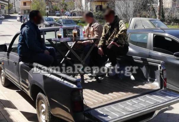 Αμφίκλεια: Έστησαν αυτοκινούμενο «καφέ» σε καρότσα αγροτικού