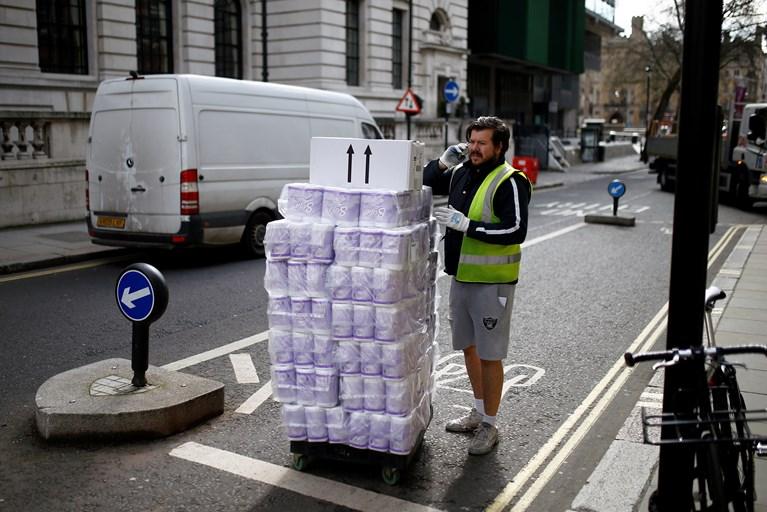 Κορονοϊός: Αυτός είναι ο λόγος που αγοράζουμε μαζικά χαρτί υγείας