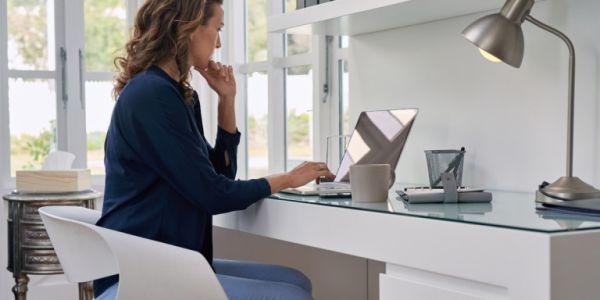 7 βήματα για να δουλέψετε από το σπίτι σαν να ήσασταν στο γραφείο