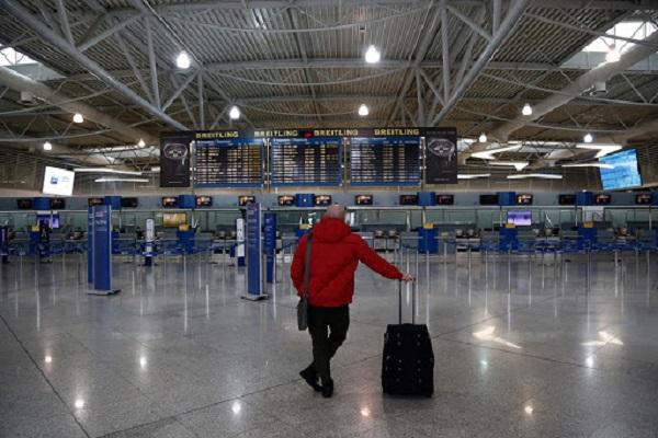 Απαγορεύονται από σήμερα οι πτήσεις από Βρετανία και Τουρκία