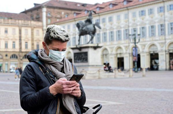 Ετσι απολυμαίνουμε σωστά το κινητό τηλέφωνο – Ο ιός μένει για μέρες