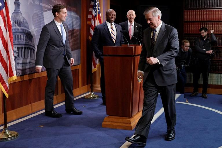 ΗΠΑ: Η Γερουσία ενέκρινε ομόφωνα το ιστορικό πακέτο - μαμούθ δύο τρισ. δολαρίων