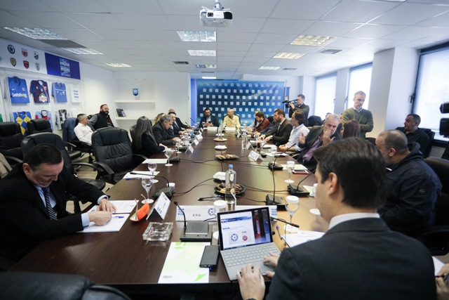 Με τη σκέψη… για φινάλε η Super League συζητά με τις ΠΑΕ για πρωτάθλημα…