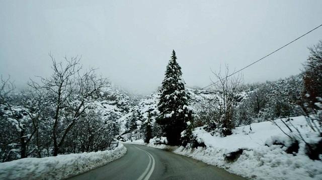 Με 20 πόντους φρέσκο χιόνι ξύπνησαν στα ορεινά των Τρικάλων