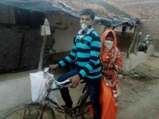 Ινδός διήνυσε 100 χλμ με το ποδήλατο για να παντρευτεί, παρά την καραντίνα