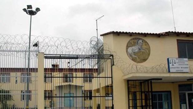 Αγρια δολοφονία κρατουμένου με μαχαίρι στις φυλακές Λάρισας