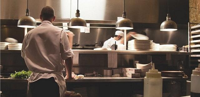 ΕΦΕΤ: Οι κανόνες για να τρώμε με ασφάλεια στα εστιατόρια