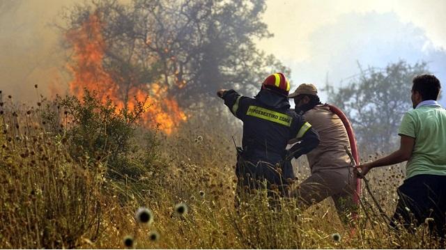 Μεγάλη πυρκαγιά στο Ρέθυμνο: Μάχη με τις φλόγες, εν μέσω ισχυρών ανέμων