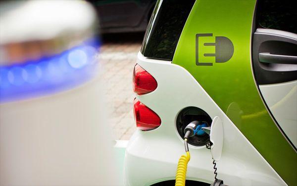 Τα κίνητρα για την ηλεκτροκίνηση: 80% χαμηλότερο το κόστος χρήσης και συντήρησης των ηλεκτρικών αυτοκινήτων