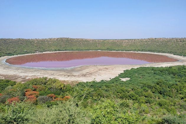 Ινδία: Λίμνη 50.000 ετών έγινε ροζ & οι επιστήμονες δεν μπορούν να καταλάβουν γιατί