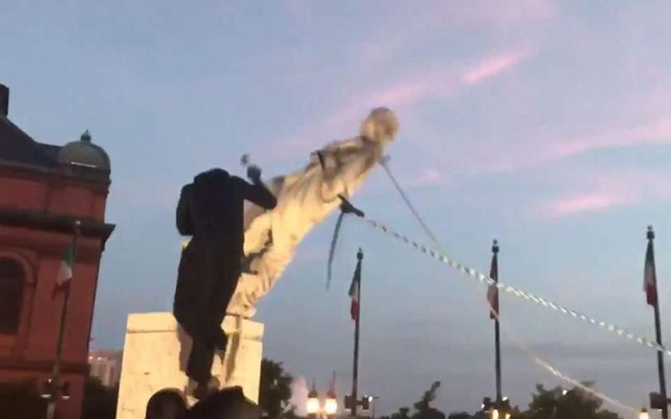 Διαδηλωτές γκρέμισαν άγαλμα του Χριστόφορου Κολόμβου στη Βαλτιμόρη