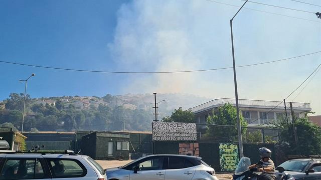 Συναγερμός για φωτιά στη Βάρη: Εκκενώνονται τα χωριά SOS και ένα γηροκομείο