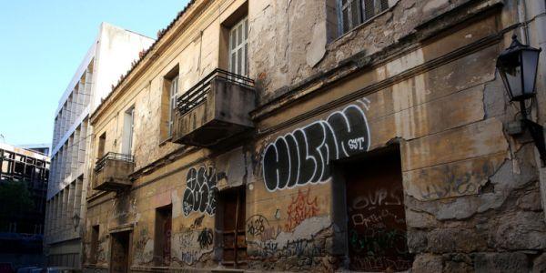 Eγκαταλελειμμένο το σπίτι του Κωστή Παλαμά στην Πλάκα