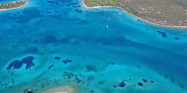 Πεταλιοί η παραλία της Εύβοιας με εξωτική ομορφιά που παραπέμπει σε Καραϊβική