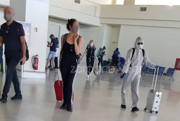Όμορφη Ελληνίδα πίσω από την viral στολή στο αεροδρόμιο Χανίων