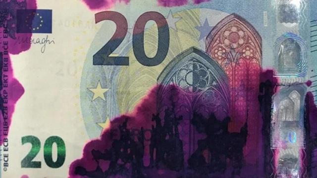 ΑΤΜ: Τα χρωματισμένα χαρτονομίσματα και ο… τζάμπα κόπος των επίδοξων ληστών