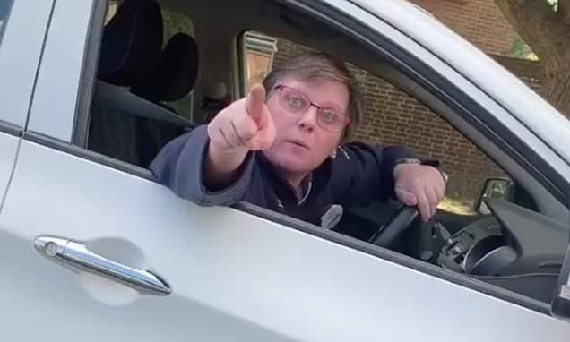 Γυναίκα οδηγός απειλεί οδηγό άλλου αυτοκινήτου ότι οδηγεί πολύ κοντά & θα κολλήσει κορωνοϊό