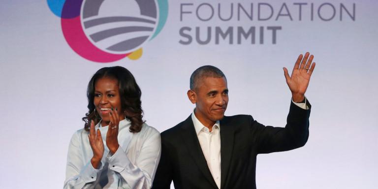 Η Μισέλ Ομπάμα ανακρίνει τον... Μπάρακ: Ο πρώτος καλεσμένος στο Spotify podcast [βίντεο]