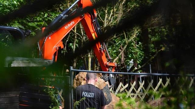 Ραγδαίες εξελίξεις στην υπόθεση Μαντλίν: «Χτενίζουν» με εκσκαφέα χωράφι κοντά στο σπίτι του παιδόφιλου