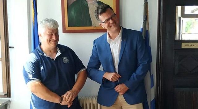 Διακοπές στη Ζαγορά απολαμβάνει ο Καναδός Πρέσβης στην Αθήνα