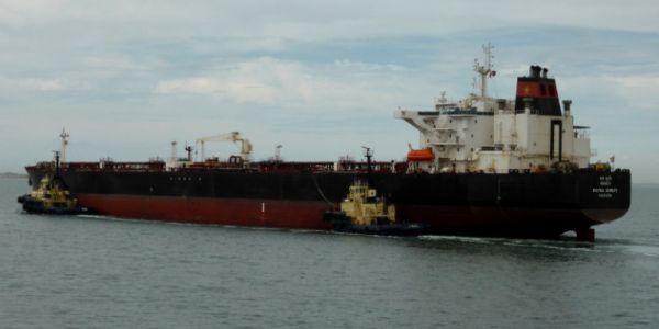 Κορωνοϊός: Υγειονομική «βόμβα» στον Πειραιά - Το τάνκερ όπου εντοπίστηκαν 16 κρούσματα