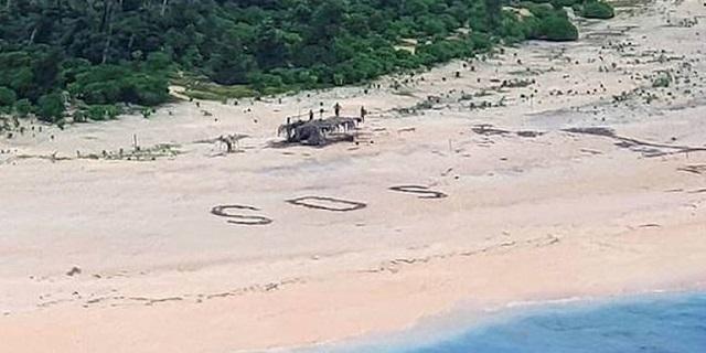 Ναυαγοί στον Ειρηνικό εντοπίστηκαν από το SOS που έγραψαν στην άμμο