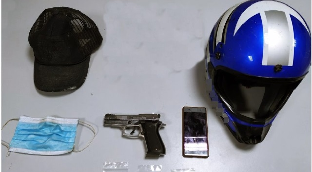 Με ιατρική μάσκα και ψεύτικο όπλο λήστεψε 9 σούπερ μάρκετ