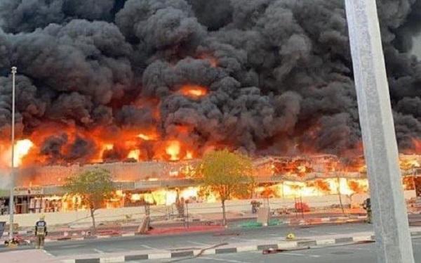 Ηνωμένα Αραβικά Εμιράτα: Τεράστια φωτιά στο Ατζμάν